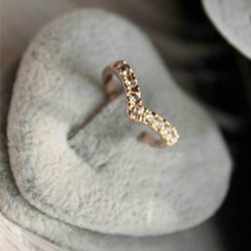جديد مجوهرات الأزياء البوهيمي خاتم على شكل V تصميم لامعة كريستال الدائري الساخن الإناث أنيقة خاتم جديد بسيط كريستال خاتم