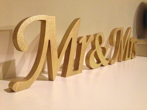 Gold Mr And Mrs Sign | Wedding Tips and Inspiration