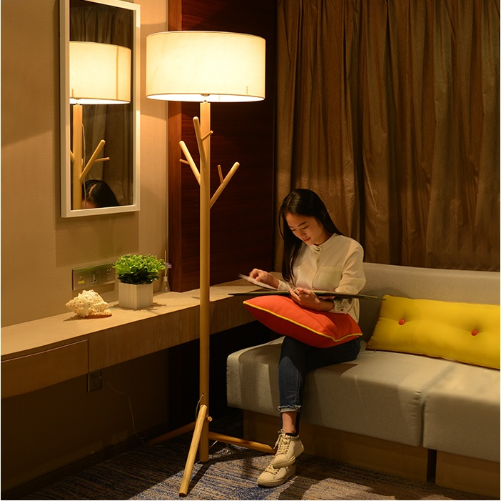 185cm Height Floor Lamp with Ash Wood Rod and Fabric Drum Shade