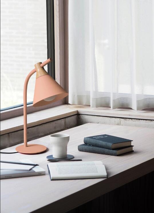 Современная Европейская железная Настольная лампа с деревянным основанием, простая настольная лампа, светодиодный E27 с 4 цветами для учебы, спальни, гостиной, книжного магазина, кафе - Цвет абажура: Pink