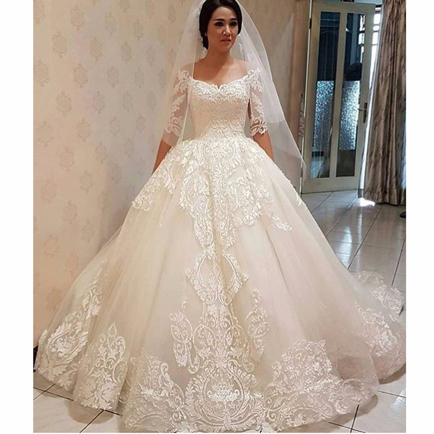 2017 Vintage Lace Pearls Half Sleeve Ball Gown Wedding