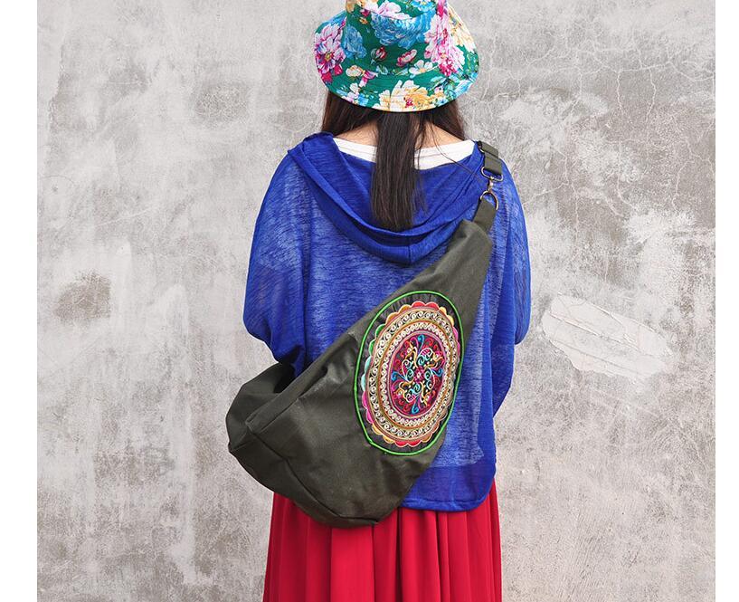 735eea16e9c5 Лидер продаж 2016 года Для женщин вышитые сумки! nationalal ручной работы  вышитые хороший большой посланник одно плечо сумки двусторонний вышивка