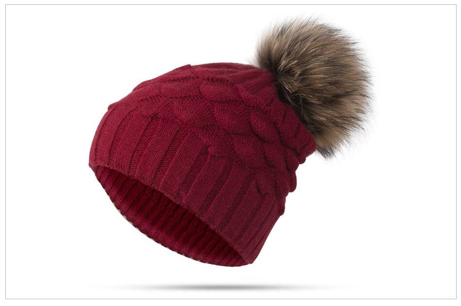 bonnet avec pompon en fourrure pour l'hiver