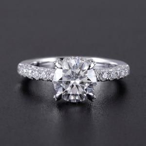 Image 2 - Transgems 14 585 ホワイトゴールドメイン 1.5ct 7.5 ミリメートル F カラーラウンドハロー下モアッサナイトの婚約指輪