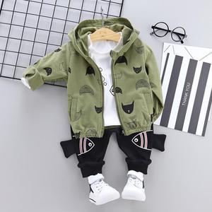 Image 4 - 春と秋子供服セット男の子ベビー長袖の漫画魚フード付きジャケット + 白 tシャツ + パンツ 3 点セット