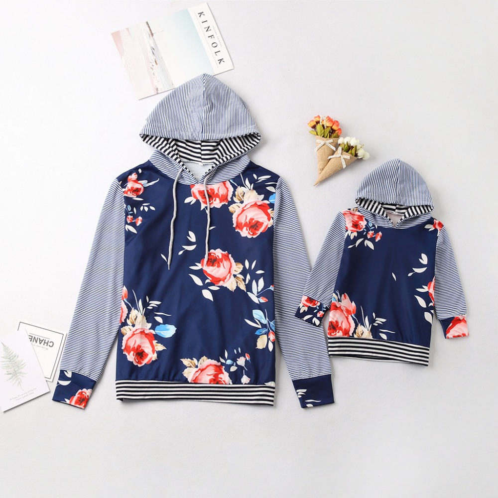 2018 New Mother And Daughter Hooded Sweatshirts Printed Patchwork Mommy And Me Hoodies Family Clothes Outfits