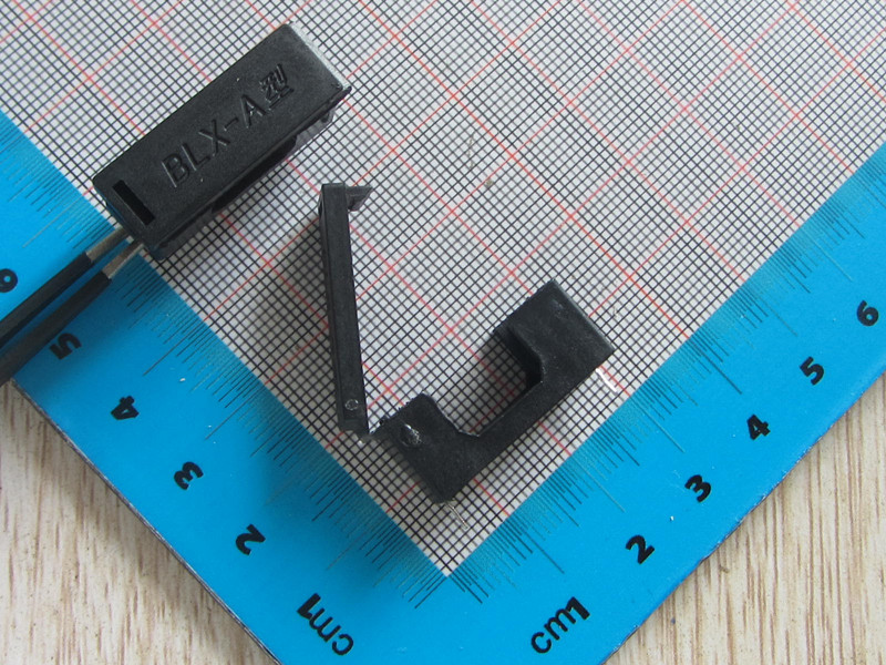 Free Shipping 200pcs High Quality BLX-A 5*20mm Fuse Holder With Cap Black Pitch About 23MM