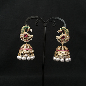 Image 4 - Pendientes de perlas Jhumka de Bollywood indias, perlas artificiales chapadas en oro, araña Jhumki de pavo real, joyería elegante de lujo para novia
