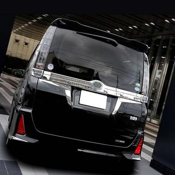 JY SUS304 ze stali nierdzewnej Taillight trójkąt dekoracji wykończenia samochodu obudowa stylizacyjna akcesoria dla Toyota Voxy Noah 2014-2016 tanie i dobre opinie