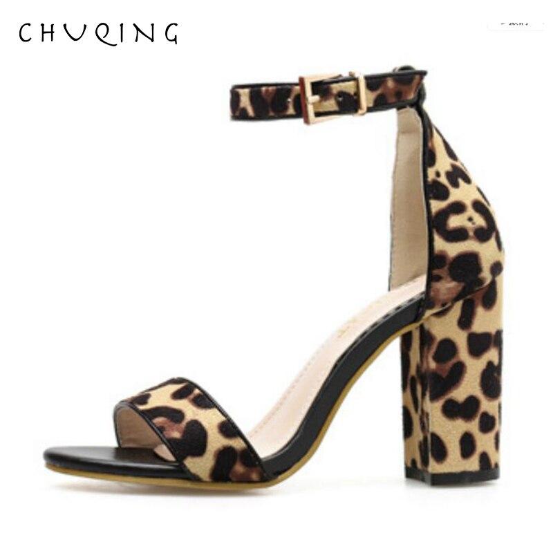 Лучший!  CHUQING 2019 Летние новые удобные сандалии на толстом каблуке с леопардовым пряжкой на высоком каблу