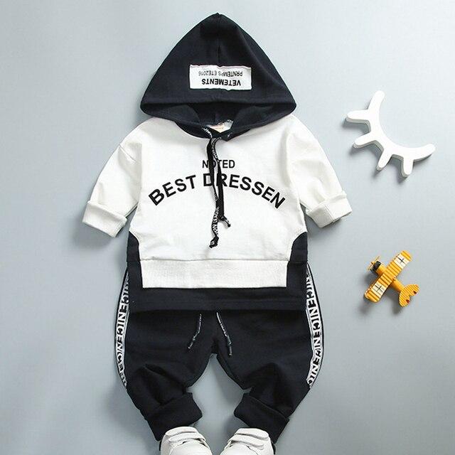 aefee693b5 Costura Crianças Conjuntos de Roupas Para O Menino Menina Bebê Terno 2017  Letra moletom com capuz