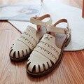 Novo 2016 asual verão respirável sandálias de couro das mulheres flats Sólidos PU recortes de verão de Couro Macio Muscular Vaca sapatos de tamanho Grande