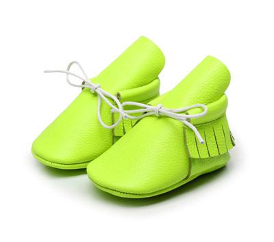 2016 Novo Couro De Vaca Lace-up Mocassins Bebê Sapatos de Sola Macia Meninas Franja Verde Fluorescente sapatos infantil Primeiro walker sapatos