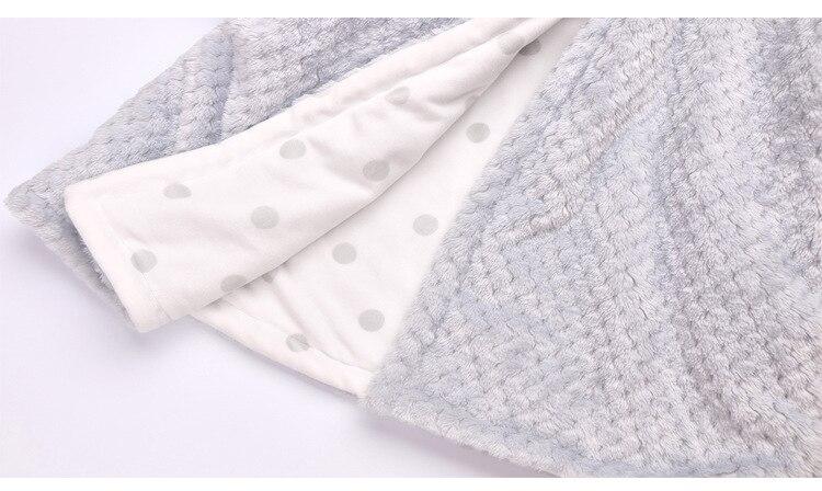 Детская Фланелевая пижама Мультяшные халаты, детская зимняя одежда для сна, пижамы для мальчиков и девочек, теплые банные халаты из кораллового флиса с капюшоном, полотенце, платье