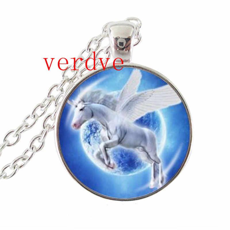 Ánh trăng Unicorn Ảnh Vòng Cổ Horse với Wings Trang Sức Thủy Tinh Cabochon Mặt Dây Chuyền Chuỗi Neckless Phụ Nữ Đồ Trang Sức Thời Trang