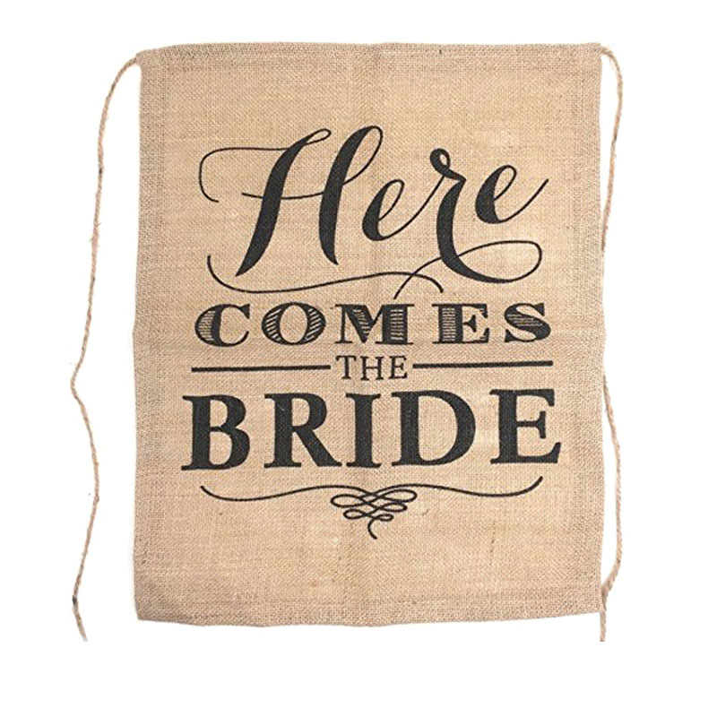 Здесь идет Невеста знак мешковины стул баннер тема свадьбы флаг деревенский церемонии украшения вечерние выступает поставок 15x21 cm