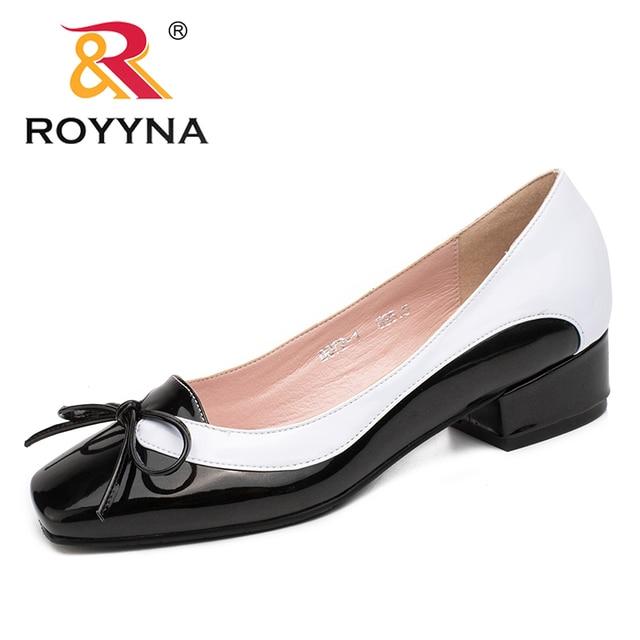 ROYYNA جديد وصول موضة نمط النساء مضخات فراشة عقدة حذاء بكعب عال للنساء ساحة تو أحذية مكتب النساء الضحلة سيدة الأحذية