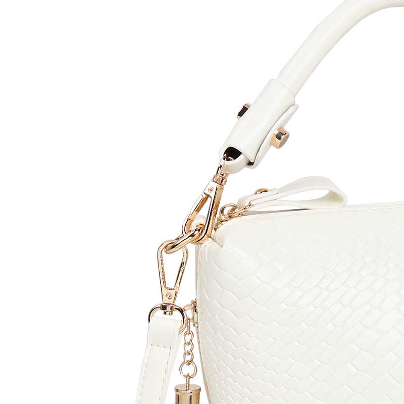 87641d5918c7 ... ARPIMALA 2018 летние сумки роскошные вязаные женские сумки дизайнерские  кошельки высокого качества бахрома женские сумки через ...