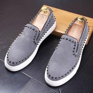 Image 1 - CuddlyIIPanda 2019 mężczyźni New Arrival oddychające buty na co dzień mężczyźni moda Sneakers mężczyźni Slip On nity mokasyny kapcie palenia
