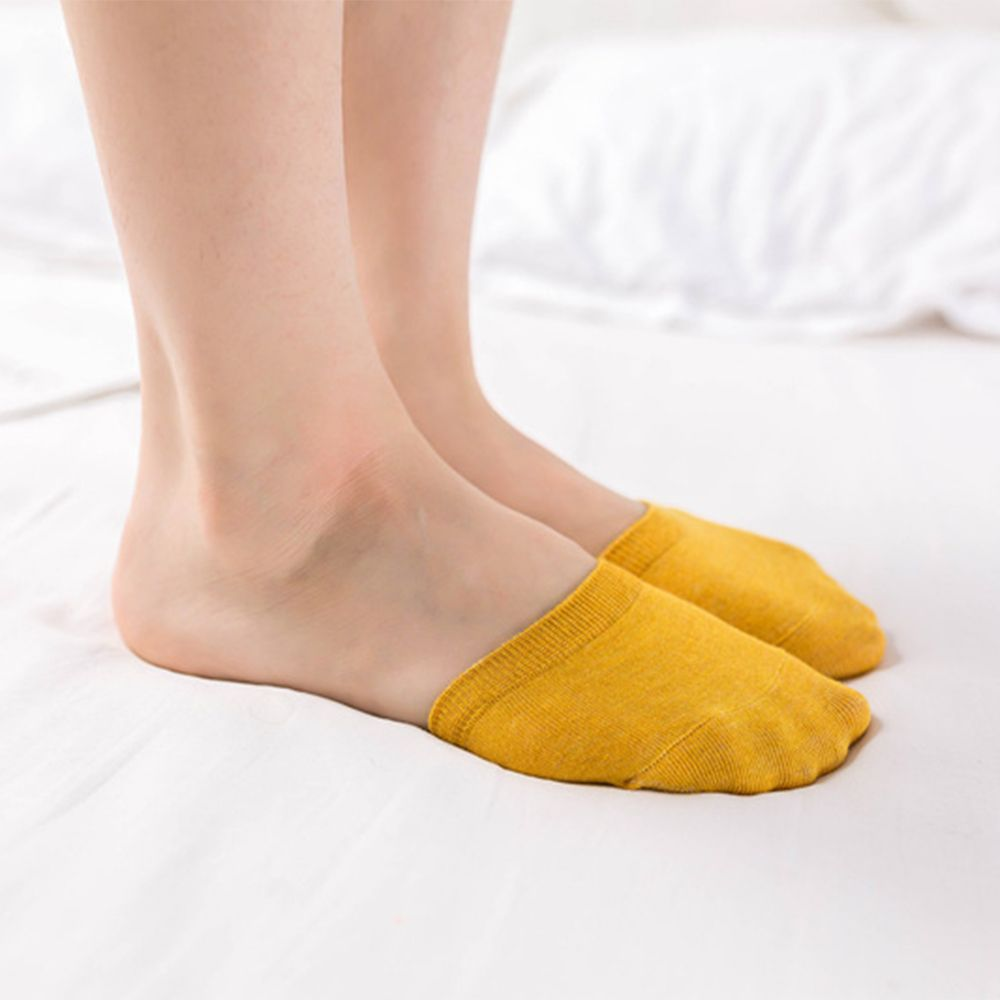 Woman Invisible Toe Sock Made With Cotton Material Suitable For All Seasons