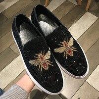 Для мужчин повседневная обувь замша Для мужчин Туфли без каблуков Блеск Кристалл украсить низкие слипоны мужские лоферы ярких вышивкой жив