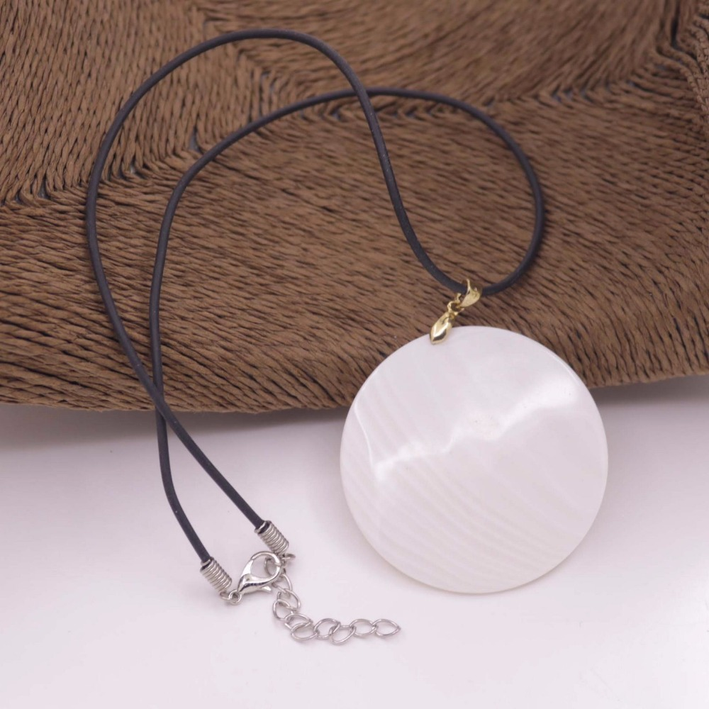 "Купить с кэшбэком Round Disk Shell Pendant Natural White Mother of Pearl 18"" Long 50mm 60mm 70mm"