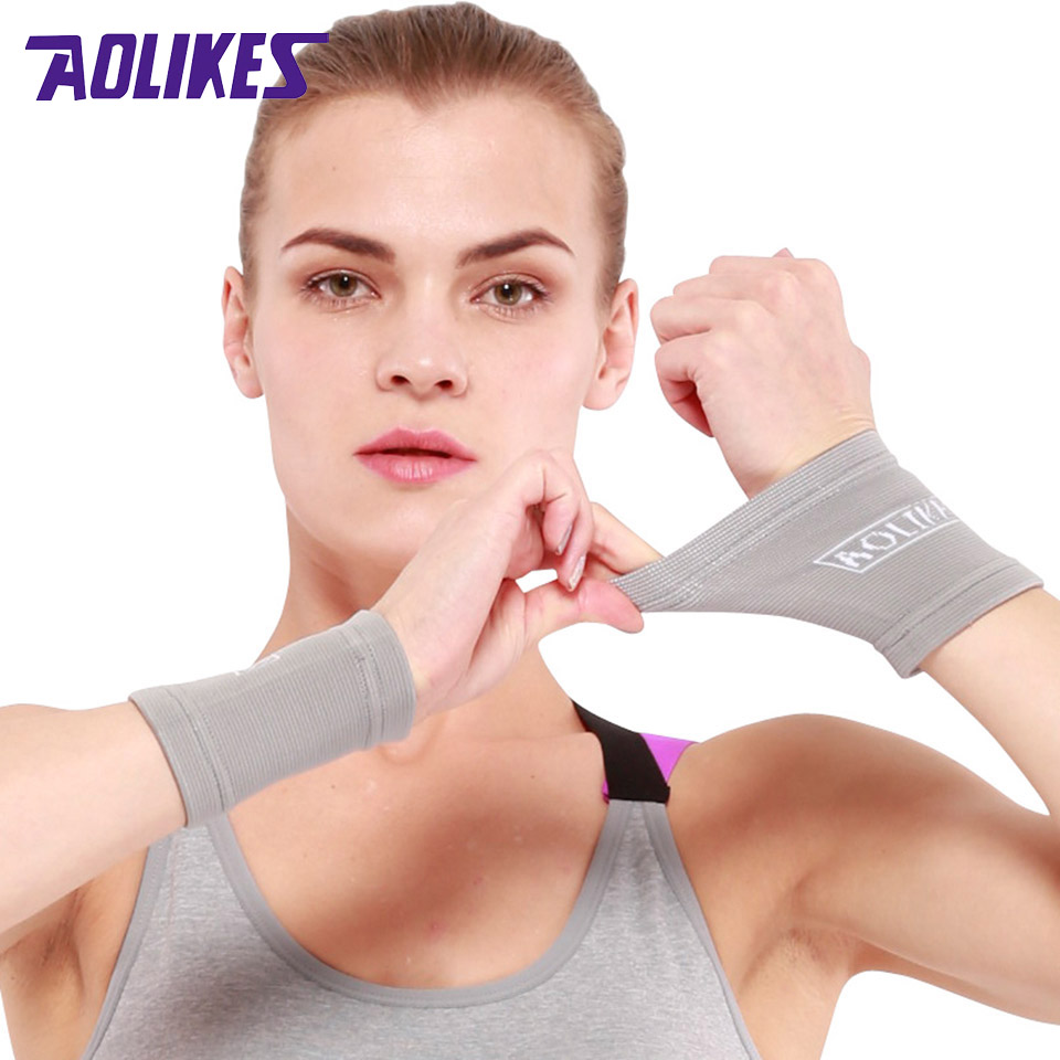 купить Aolikes 1Pair Sports Wrist Band Wrist Support Brace Sweatband Guard Sport Tennis Squash Badminton GYM Hand Wristband Protector по цене 116.85 рублей