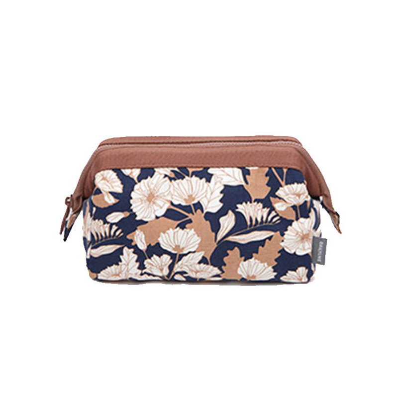2019 Flamingo Cosmetic Bag Canvas Toiletry Bag Make Up Bag Large Capacity Makeup Pouch Women Fashion Travel Organizer in Cosmetic Bags Cases from Luggage Bags
