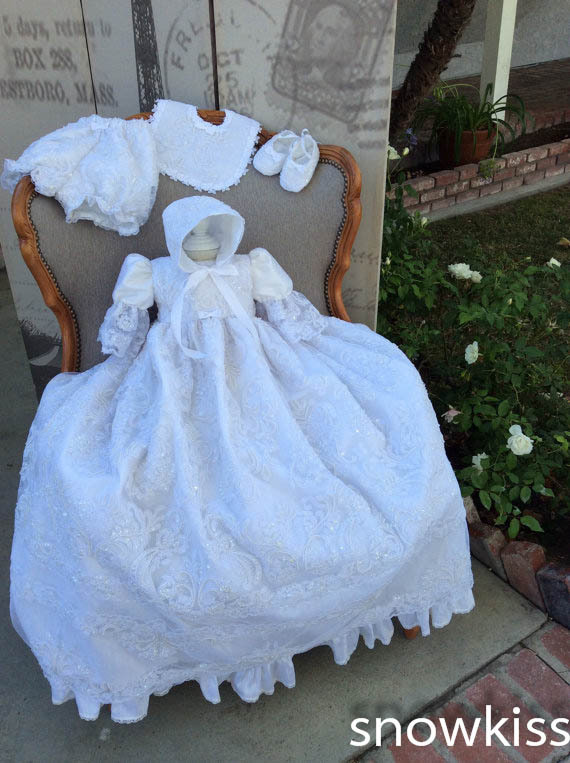 все цены на Elegant New Baby Infant Christening Gown Baptism Dress Gown Short Sleeves Lace Applique White/Ivory Free Shipping онлайн