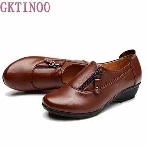 Image 3 - Zapatos de cuero de moda para primavera para mujer, zapatillas femeninas de fondo suave antideslizantes, cuñas cómodas, informales, de talla grande