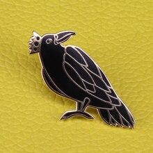365dadfd8f8127 Raven König emaille pin schwarz vogel brosche horror raven abzeichen Goth  tier schmuck männer frauen shirt jacke zubehör
