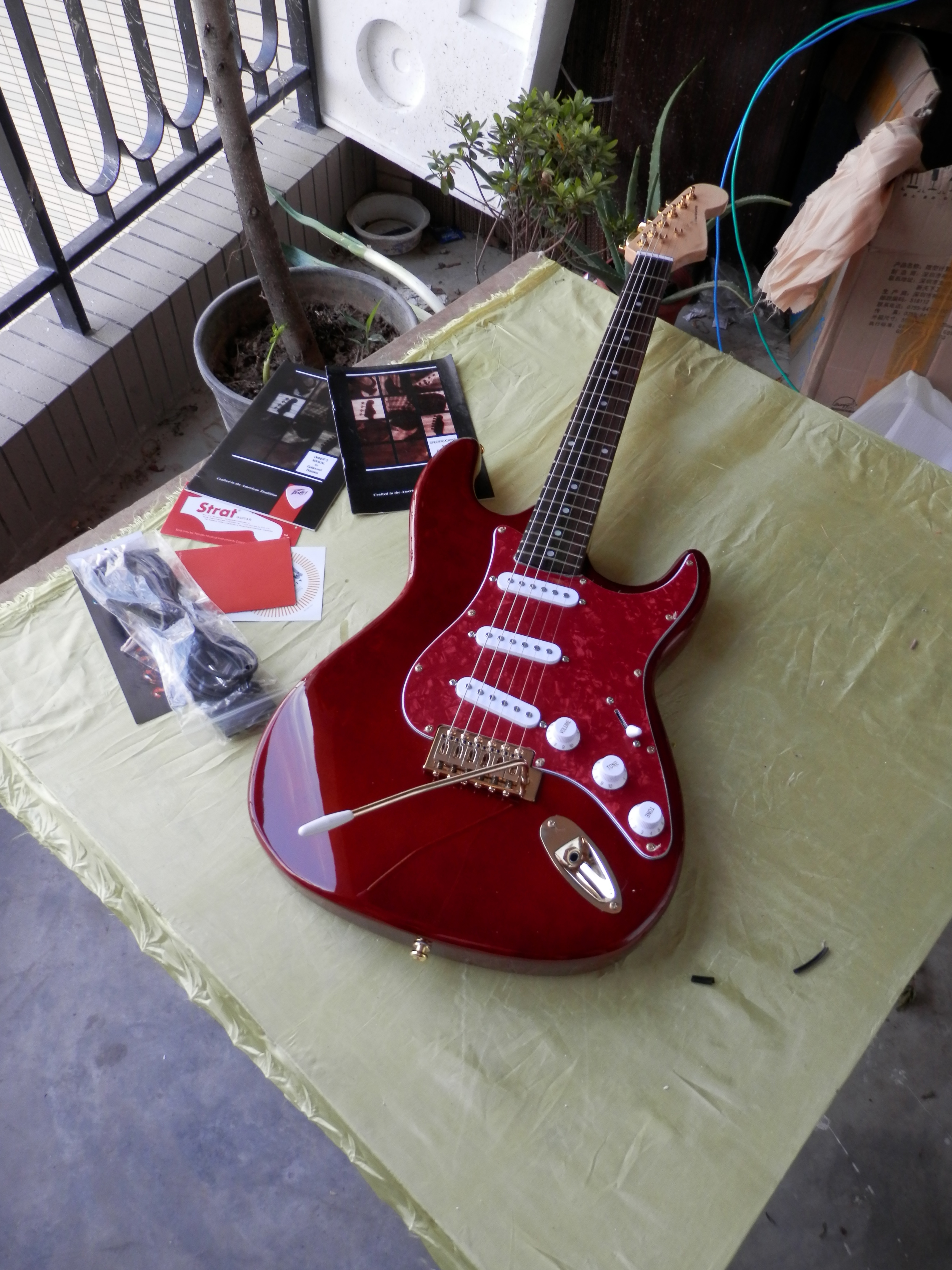 free shipping Top Quality china Custom Musical Instruments red St Gold hardware electric guitar 923