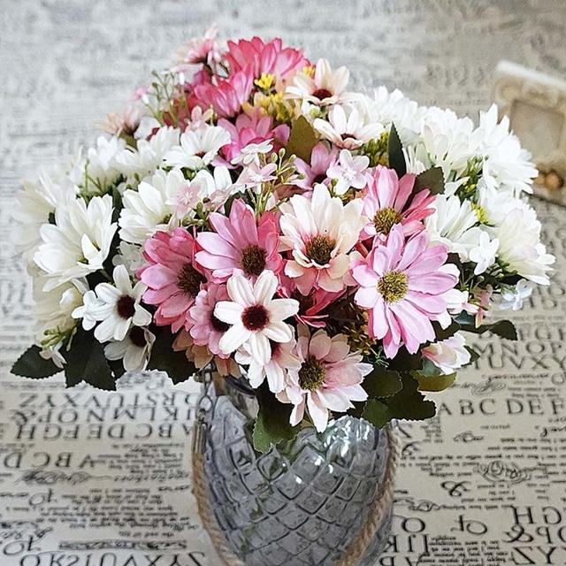 Sutra Daisy Palsu Daun Rumah Pernikahan Vas Pesta Tanaman Buatan untuk  Decora Plastik Bunga Hias Pot 70e6e7e49c