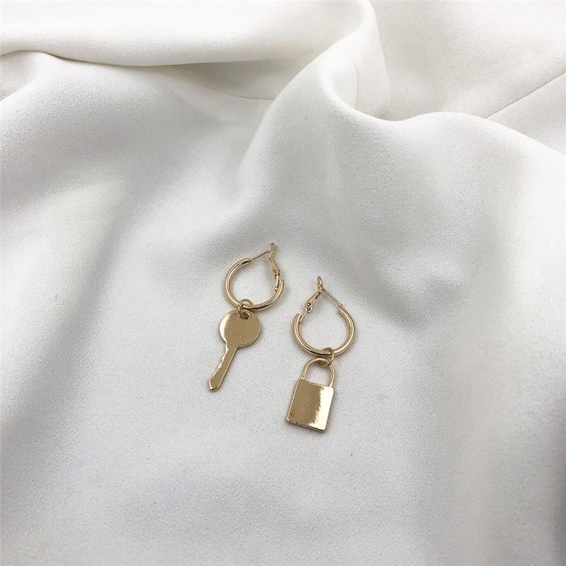 1 Pair European Minimalist Personality Trend Key Lock Pendant Hoop Earrings Gold Metal Color Asymmetrical Charm EarringsE505-T2