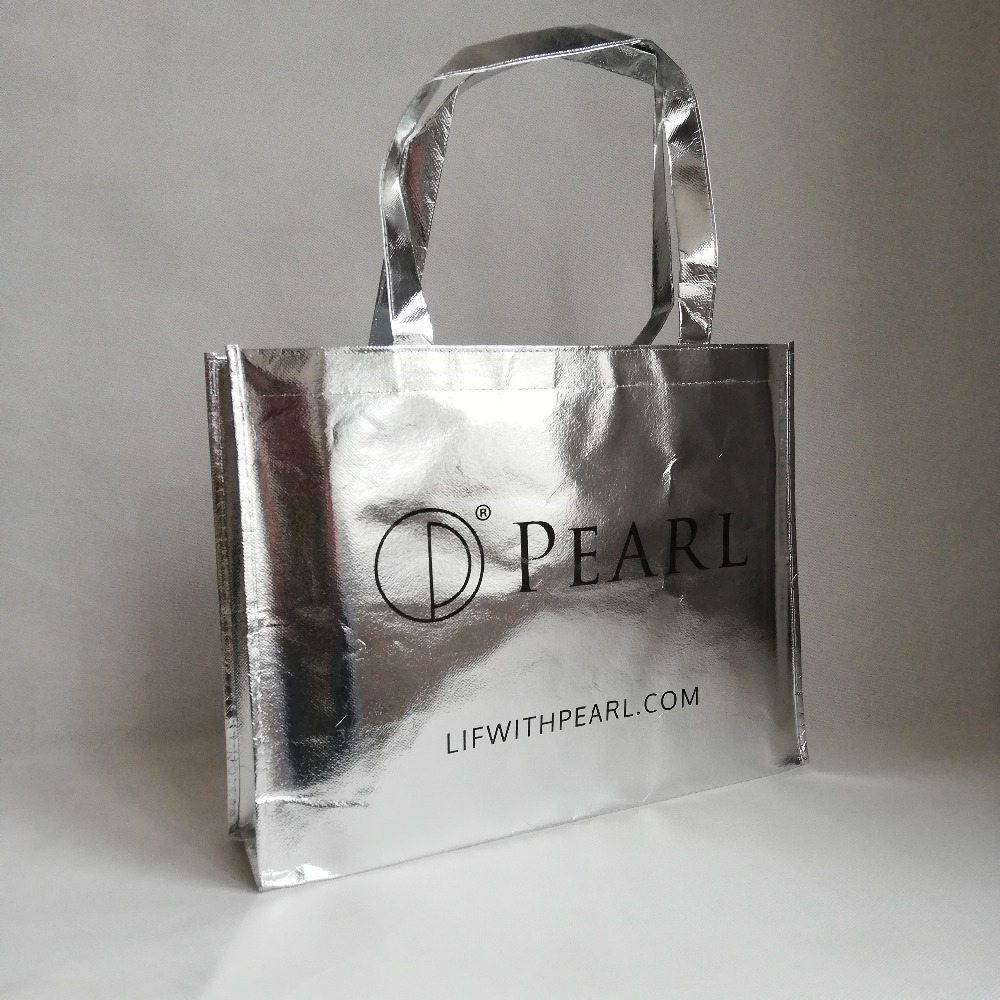 500pcs lot 30Hx40x10cm Reusable Custom Logo Bag Metallic Non Woven Shopping Tote Bags Silver Laser Lamination