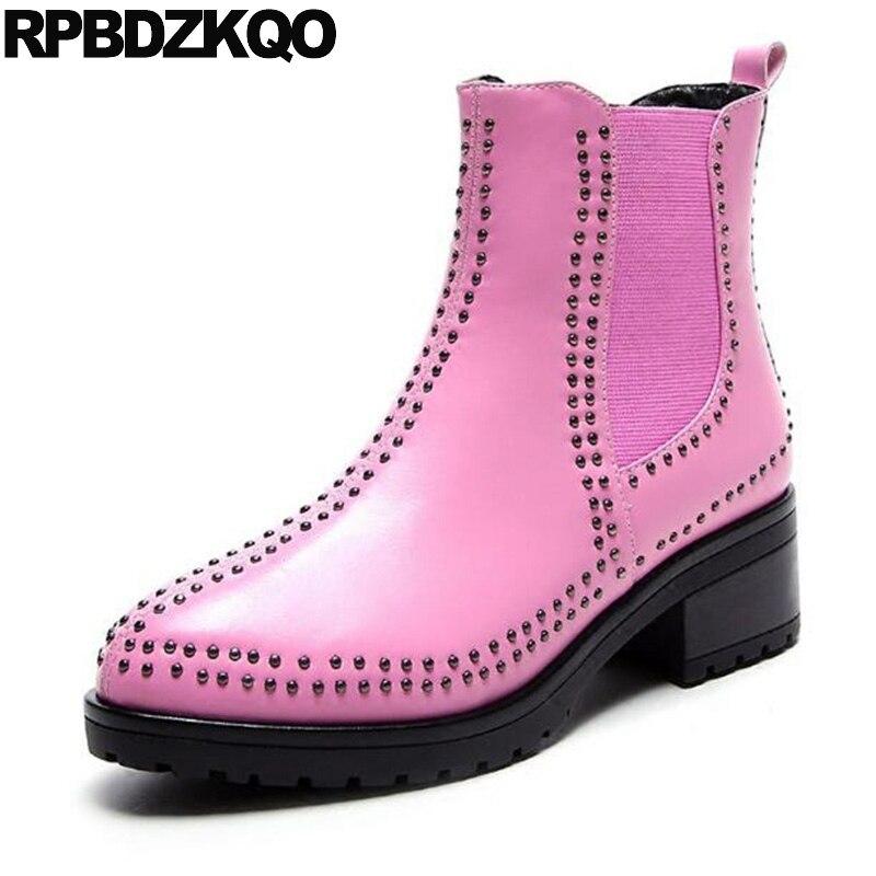 купить Pink Pointy Genuine Leather Fall Stud Booties Chunky Elastic British Chelsea Slip On Women Ankle Boots Medium Heel Shoes Brand онлайн