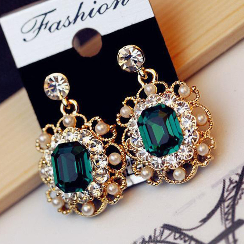 YIMLOI 19 Newest Korean Earrings Ladies Jewelry Pearls Vintage Fashion Shiny Crystal Square Earrings For Women Wholesale 8g 2