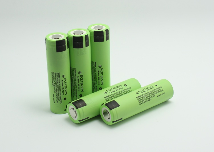 Galleria fotografica 5 PCS d'origine 18650 3.7 V 2900 mAh lithium batteries, pour Panasonic Batteries NCR18650PF, 10A de la cigarette électronique