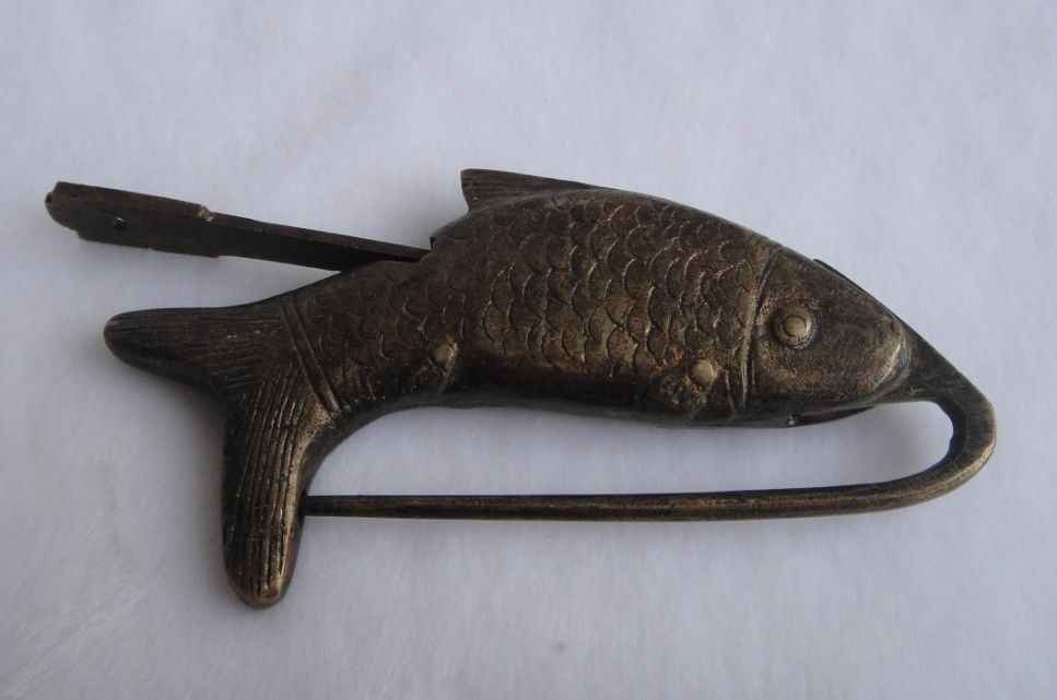 RARE Cabinet Chinois ancien style En Laiton ~ statues de poissons ~ serrure Et clé