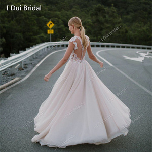 Image 2 - تغرق الرقبة الدانتيل فستان الزفاف خط الوهم الخلفي الاستقبال فستان زفاف 2020