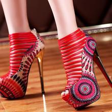 271c415aa 2018 Sandálias Gladiador Das Mulheres Sapatos de Verão Estilo Étnico Pavão  Modelagem 16 CENTÍMETROS Plataforma Sapatos