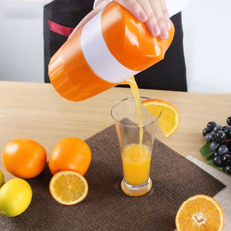 Mini Manual Orange Juicer Lemon Juice Bottle Fruit Squeezer Extractor Citrus Hand Press Cup Fruit Vegetable