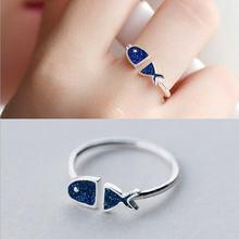 Женское кольцо из серебра 925 пробы с голубой рыбой