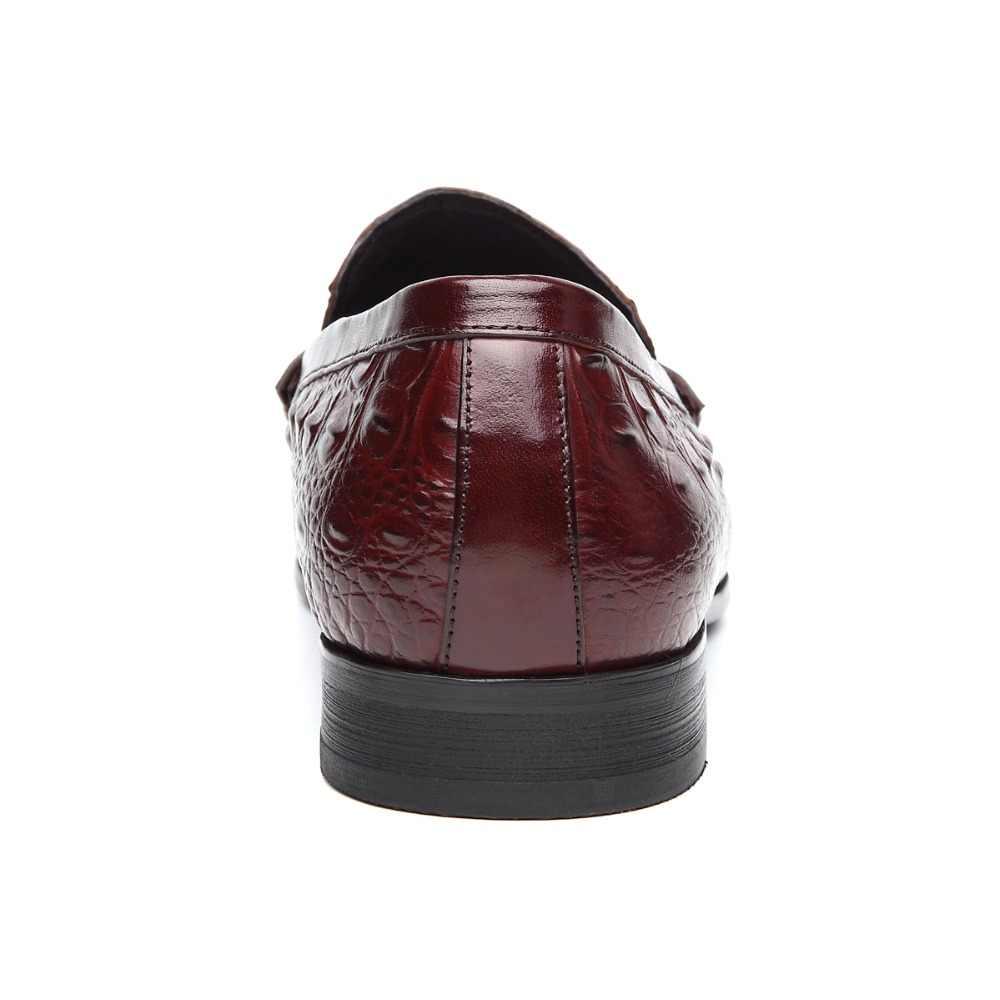 หนังแท้ผู้ชายชุดธุรกิจรอบรองเท้าผู้ชายR EtroรูปแบบการแกะสลักPeasรองเท้าหนังทุกวันรองเท้าไม่มีส้นกอล์ฟลำลองรองเท้า