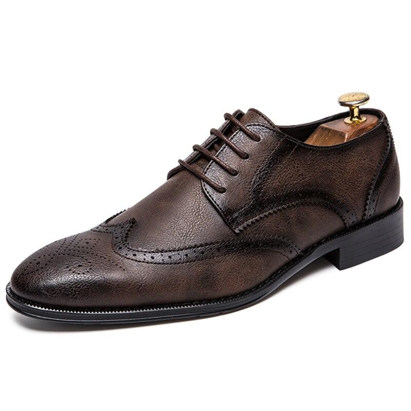 2018 Brogue Formale Schuhe Männer Kuh Leder Kleid Schuhe Aus Echtem Retro Spitz Oxford Männlich Schuhe Lace-up Plus Größe 38-47