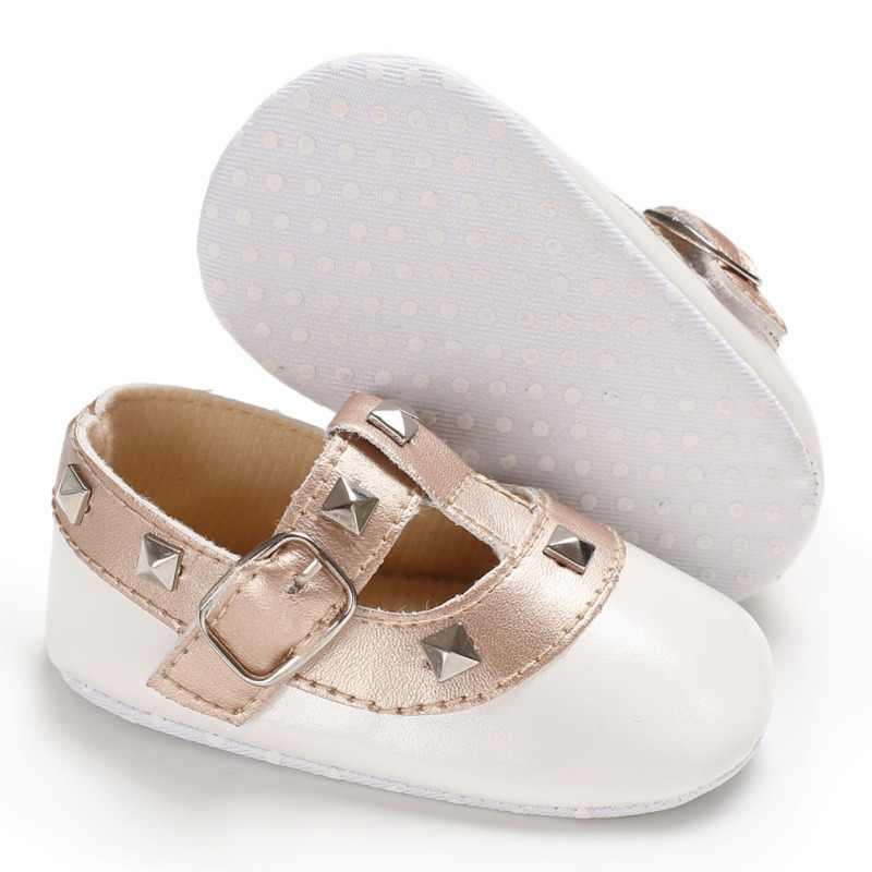 Модная обувь принцессы с заклепками; сезон осень-зима; Милая обувь из искусственной кожи с мягкой подошвой для маленьких девочек; прогулочная одежда для младенцев; обувь с люлькой; fsd