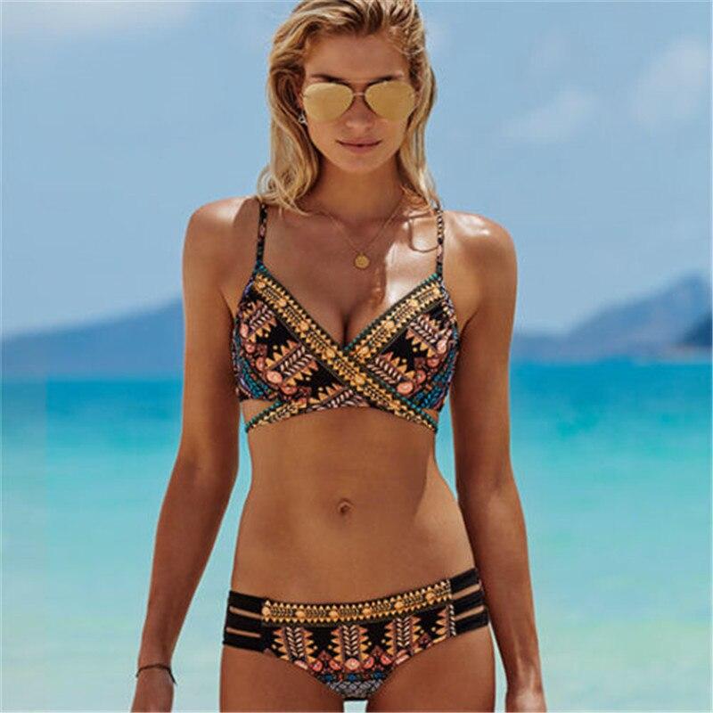 Смотретьдикий пляж в бикини фото 18-715