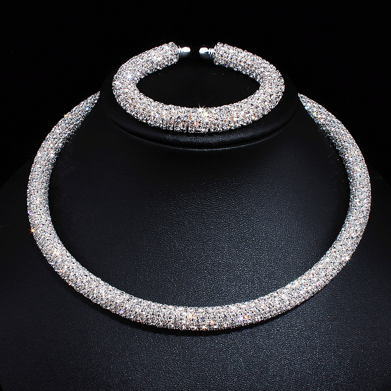 New Disign Luxury Maxi Crystal Collar Halskjede Gull / Forgylt Rhinestone Torques Choker Halskjeder For Kvinner Bryllup Smykker