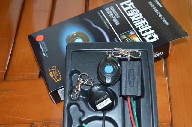 Sistema de Alarme de carro uma Maneira Veículo Sistema De Proteção de Segurança do Alarme de Assaltante com 2 Controle Remoto Auto Dispositivo de Travamento Da Porta Central