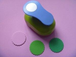 Image 2 - Miễn phí Vận Chuyển 2 inch Vòng Tròn Sóng EVA bọt bấm lỗ dùi giấy cho thiệp chúc mừng thẻ handmade TỰ LÀM scrapbooking craft punch máy